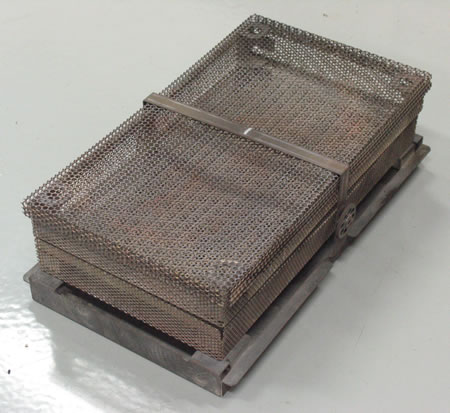 Assembled sample basket.